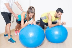 Coaching personnel Gym ball abdominaux ventre plat. Coaching personnel Gym Cours de sport dans les Yvelines les Hauts de Seine Paris et le Vla d'Oise à domicile avec un coach sportif